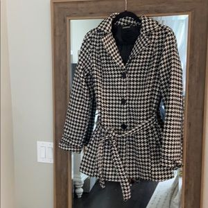 Houndstooth Lined Pea Coat With Tie